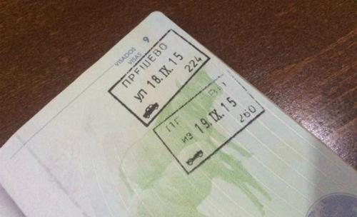 Pasaporte de Felipe Carnotto, sellado al salir de Serbia