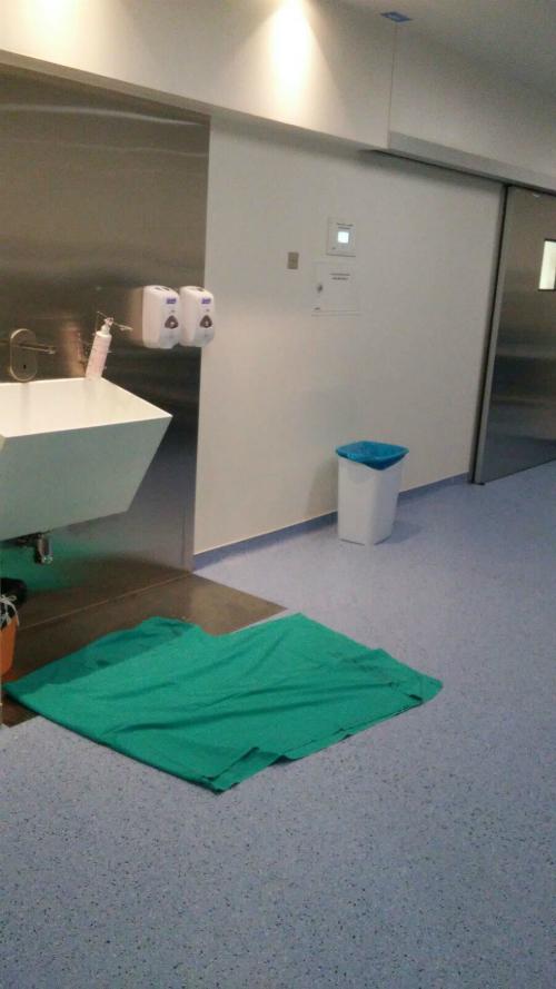 Lavamanos de uno de los quirófanos