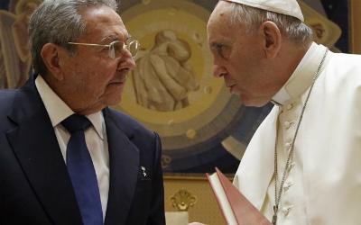 Raúl CAstro y el Papa Francisco en el Vaticano