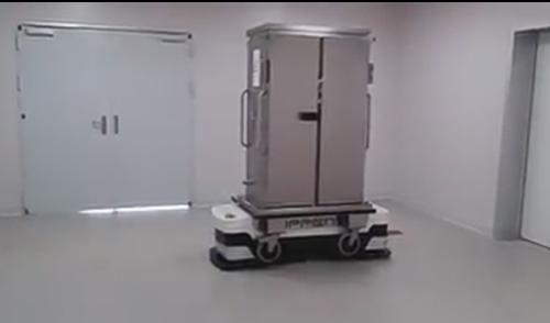 El robot que lleva la comida a las habitaciones