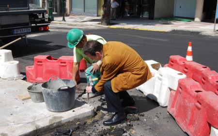 Alcalde-picando-piedra