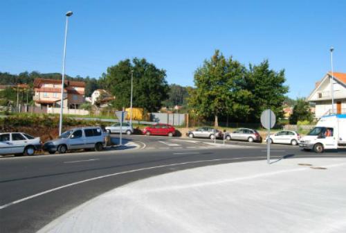 Coches estacionados preto do Cunqueiro/Tresyuno Comunicación