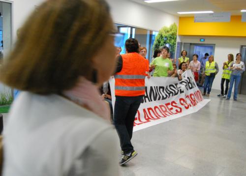 Os celadores están pechados no novo hospital dende o luns/Tresyuno Comunicación