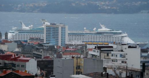 El 'Explorer of the Seas', atracado en Vigo este domingo por la mañana/Tresyuno Comunicación