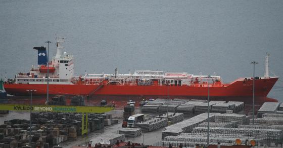 El barco atracado en el Puerto de Vigo/Tresyuno Comunicación