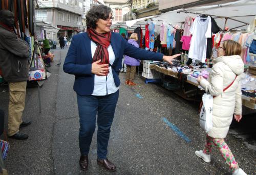 Eva García de la Torre, hoy durante el mercadillo de los martes en Porriño/Tresyuno Comunicación