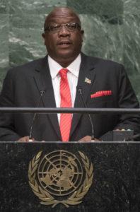 EL doctor Harris, primer ministro de San Cristóbal y Nieves, interviniendo en la ONU