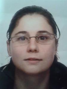 Mónica París, de 31 anos, morena, de 1,60 metros de estatura, falta da súa casa dende o xoves