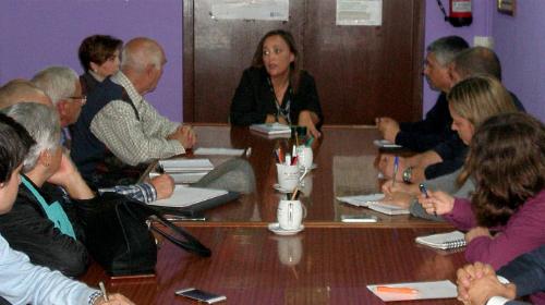 La portavoz municipal del PP con los representantes de varias asociciones de vecinos