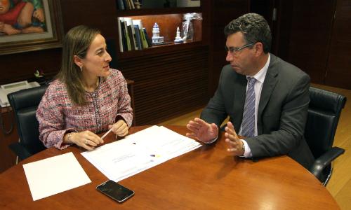 La conselleira de Infraestructuras y el alcalde de Redondela, Javier Bas