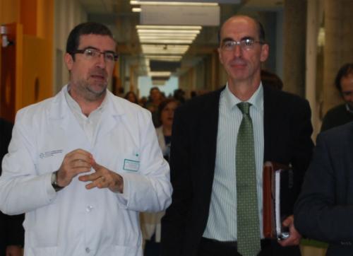 EL conselleiro Almuiña con el gerente del Área Sanitaria de Vigo, el doctor Félix Ruibal/Tresyuno Comunicación