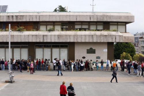 Colas en el Concello para solicitar las ayudas (ARCHIVO)
