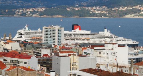 El 'Queen Mary atracado en Vigo este domingo/Tresyuno Comunicación