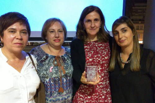 A doutora Rosa Mallo co seu premio
