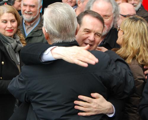 Abel Caballero abrazando, este miércoles en Vigo/Foto:vigoalminuto.com