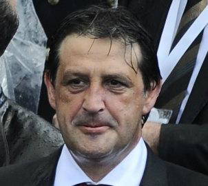El sujeto que era ministro de Defensa de Serbia