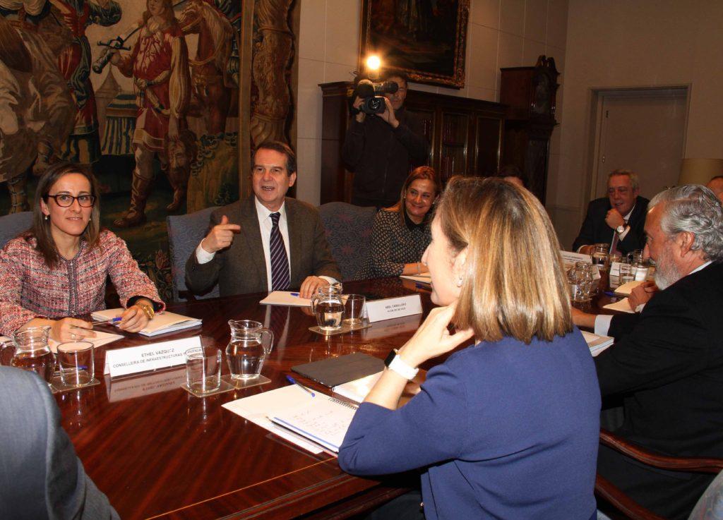 A conselleira, o alcalde, a presidenta da Deputación e a ministra de Fomento en funcións mantiveron unha xuntanza este luns, en Madrid