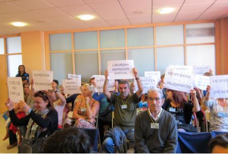 Trabajadores de Linorsa protesta en un Pleno del Concello de Vigo (ARCHIVO)/Foto:vigoalminuto.com