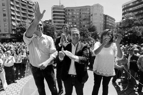 El secretario general del PSOE, Pedro Sánchez, en Vigo, junto al alcalde, la presidenta de la Diputación y el secretario general de los socalistas de Galicia, Gómez Besteiro/Foto:vigoalminuto.com