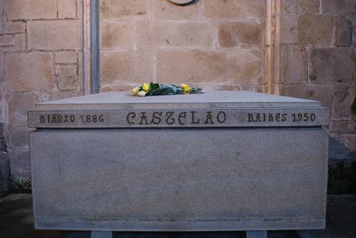 A tumba de CAstelao en Santo Domingos de Bonaval, en Compostela