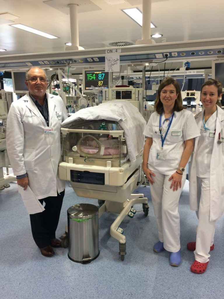 O xefe do servizo de Pediatria, Dr. Fernández Lorenzo; a coordinadora do Banco de Leite, Dra. Ana Concheiro e outra das neonatólogas, Dra. María Suarez