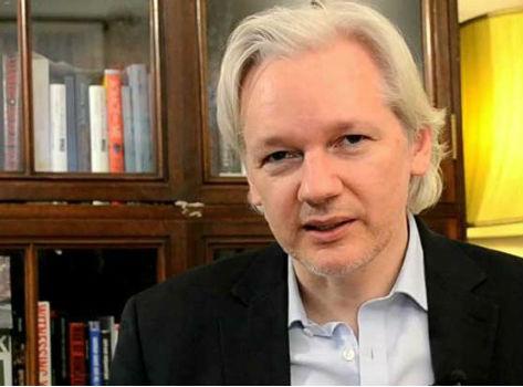 Julian Assange en la Embajada de Ecuador en Londres/vigoalminuto.com