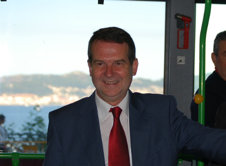 El alcalde en un autobús de Vitrasa (Archivo)/Foto:vigoalminuto.com
