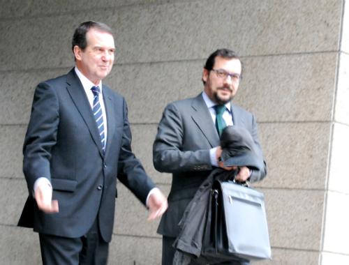 El alcalde, saliendo hace unas semanas del juzgado/Foto:vigoalminuto.com