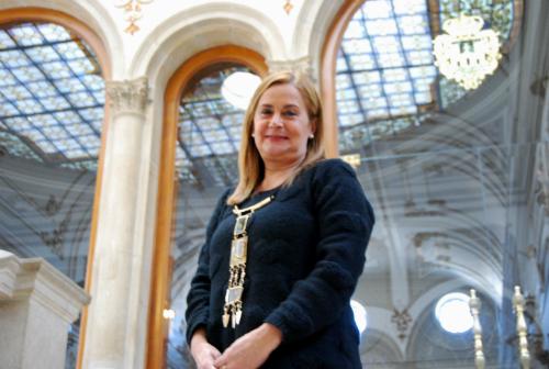 Carmela Silva en el edificio de la Diputación en Pontevedra/Fotografía: vigoalminuto.com