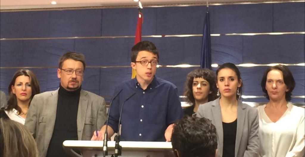 Iñigo Errejón anunciando la suspensión de las negociaciones