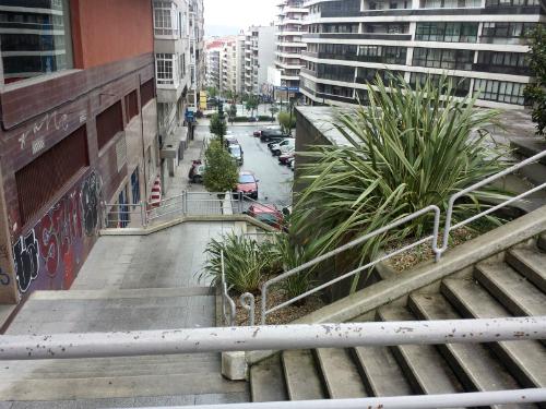 Las escaleras o el ascensor comunicarían la Praza de Fernando el Católico, al final de San Salvador, con la de Isabel la Católica, en Pizarro/Foto:vigoalminuto.com