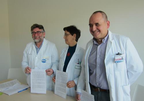 Tres de los médicos que han comparecido este viernes ante los medios de comunicación