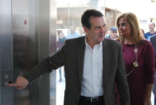 El alcalde y la presidenta de la Diputación inaugurando el ascensor de Menéndez   Pelayo/Foto:vigoalminuto.com