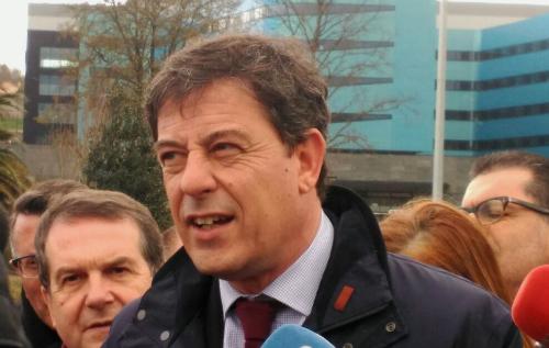 O secretario xeral dos socialistas de Galicia, José Ramón Gómez Besteiro, este luns diante do Cunqueiro/Foto:vigoalminuto.com
