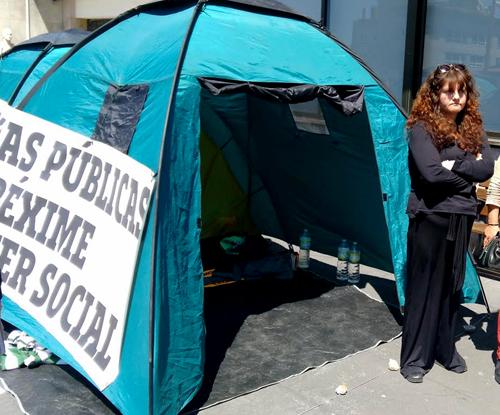 Isabel, durante la huelga de hambre mantenida delante del Concello