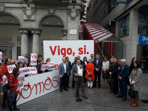 El alcalde durante el acto de balance de sus 9 años al frente del Gobierno local, este lunes en la Porta do Sol/Foto:vigoalminuto.com