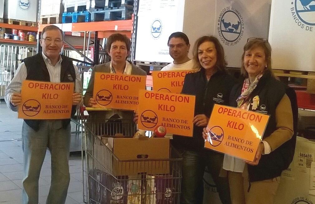 Voluntarios animando a participar en Operación Kilo fin de semana-01