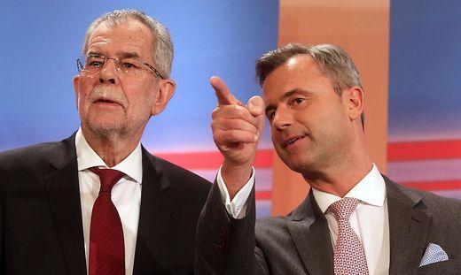Alexander Van Der Bellen, a la izquierda, ganó las elecciones al ultraconservador Norbert Hofer, a la derecha