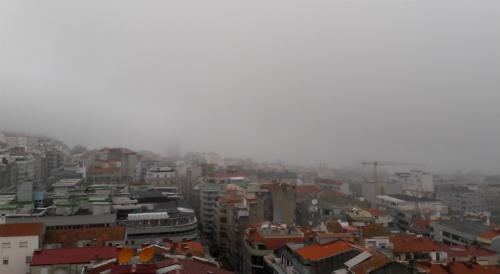 Vigo entre la niebla, este sábado a las 9 de la mañana/ Foto:vigoalminuto.com