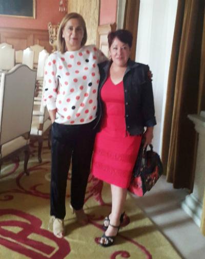 A presidenta da Deputación, Carmela Silva, coa presidenta da Casa de Galicia en Touluse, María López Muradás, na xuntanza que mantiveron na cidade francesa