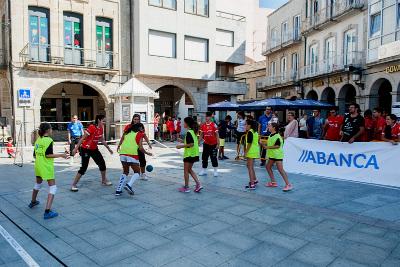 jugadoras-del-club-durante-una-sesion-de-balonman-na-rua