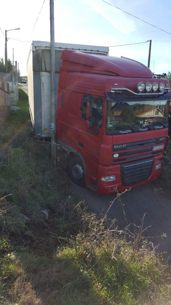 camion-atrapado03