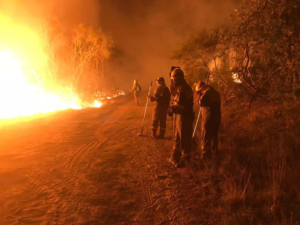 Un incendio arrasa xa máis de 100 hectáreas no concello lucense de Ribas de Sil