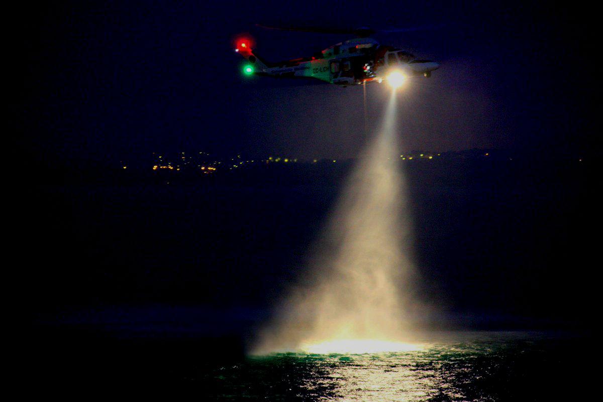 Localizado en buen estado el pescador desaparecido tras caer el mar en Bueu