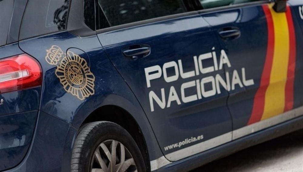 Evitan la muerte de un anciano que estaba en la ventana de un piso 12 en Navia