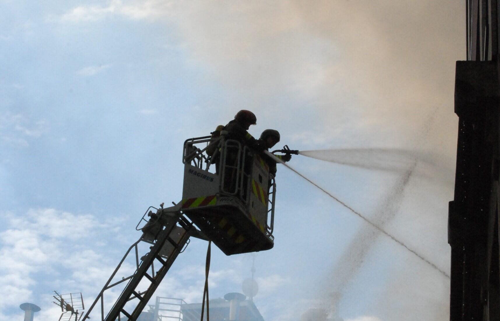 Bomberos de Vigo en pleno incendio
