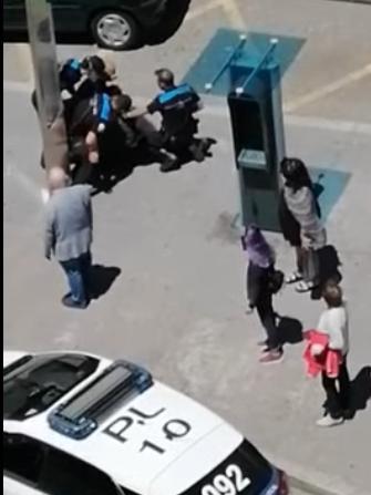 Individuo de 120 kilos de peso inmovilizado por la Policía Local de Vigo