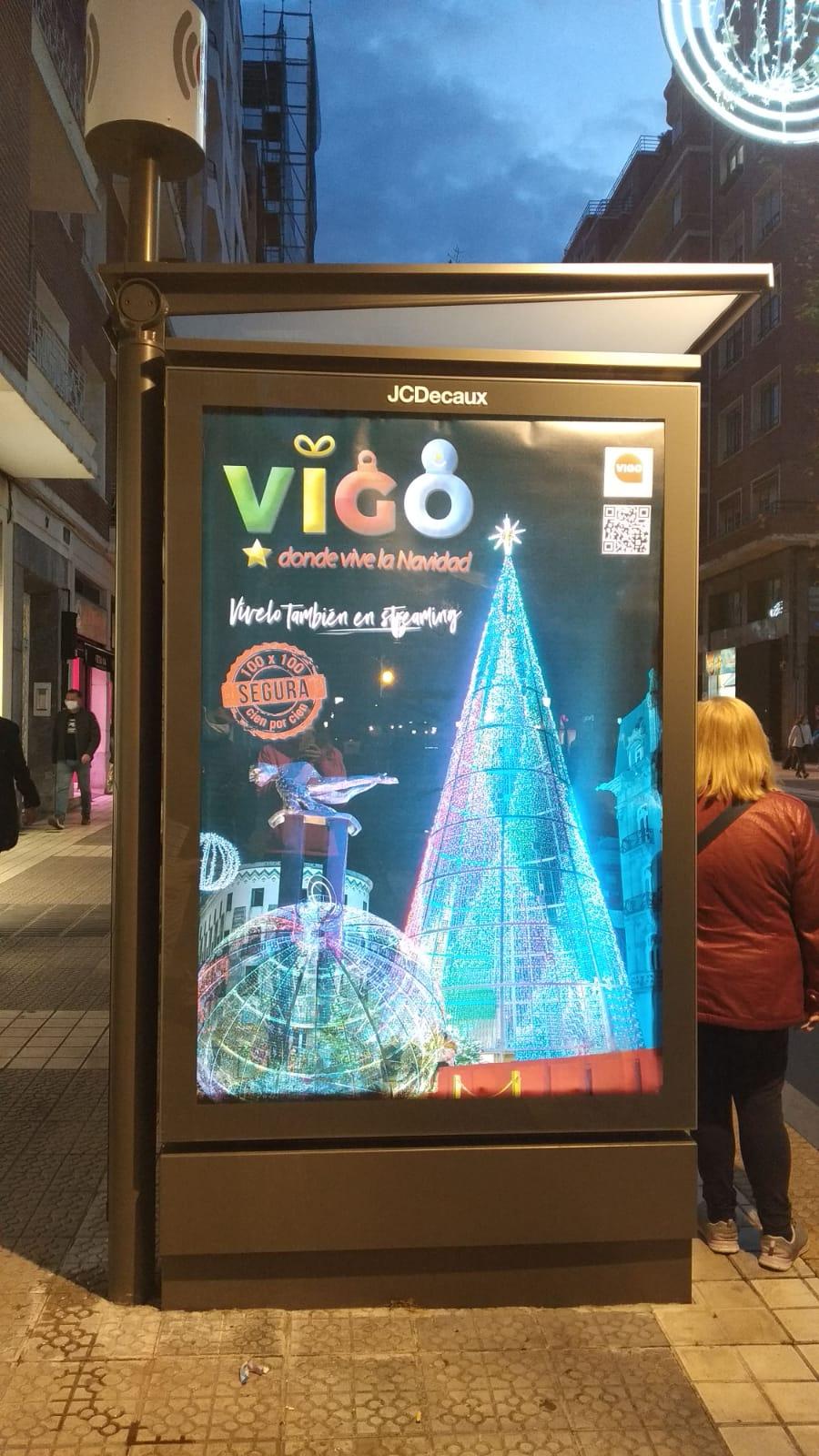 Publicidad de las Navidades de Vigo, contratada por el Concello, en una calle de Bilbao