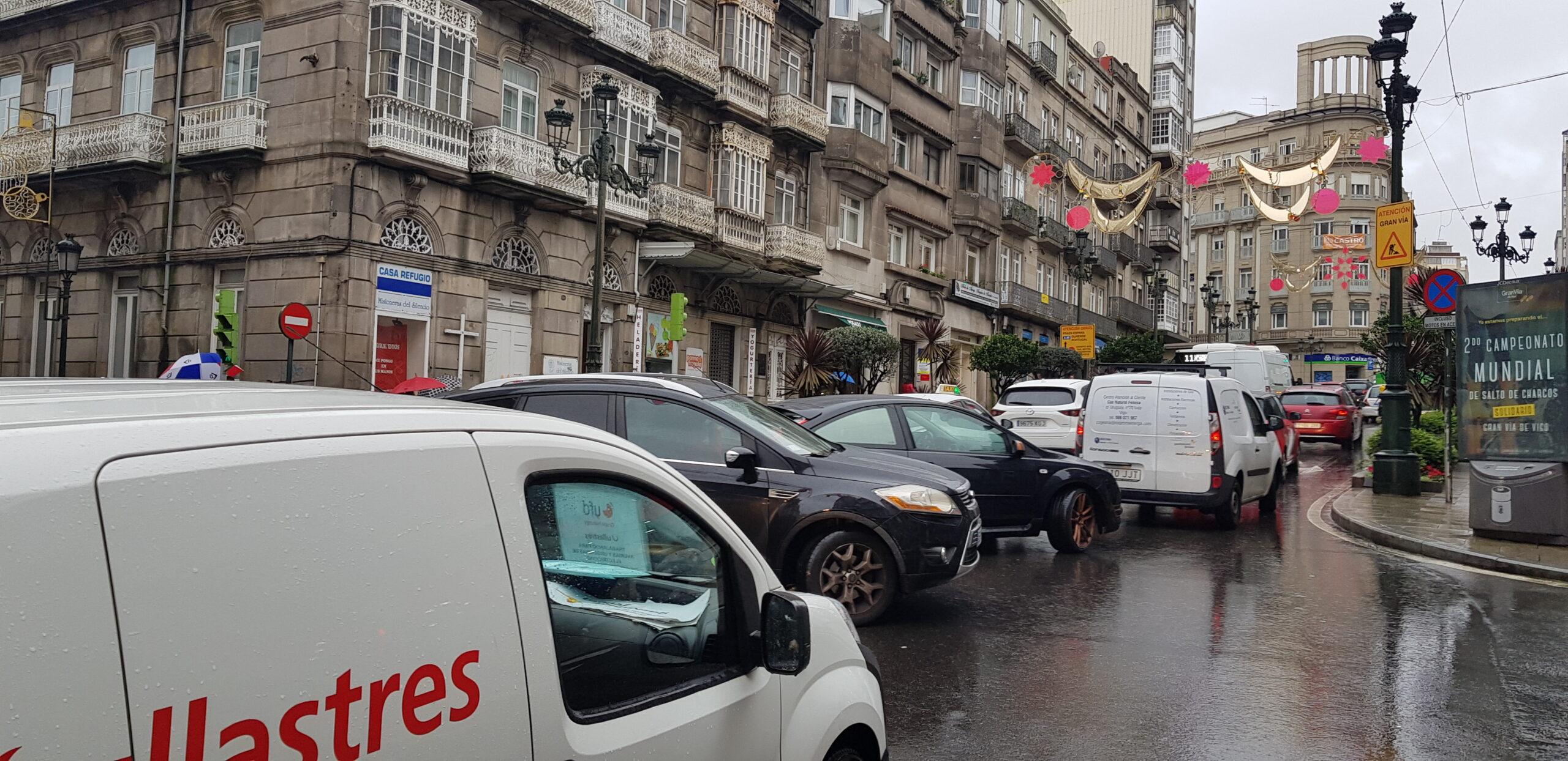 Caballero promove na FEMP zonas de baixas emisións mentres en Vigo incrementa o tráfico polo centro