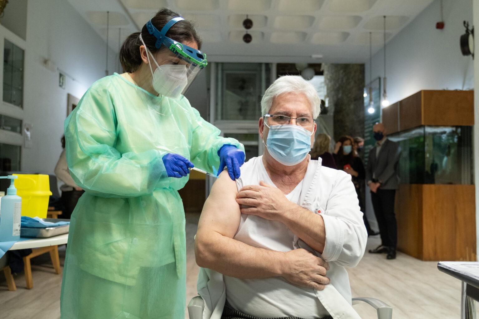 Vacina COVID maiores 80 anos Galicia